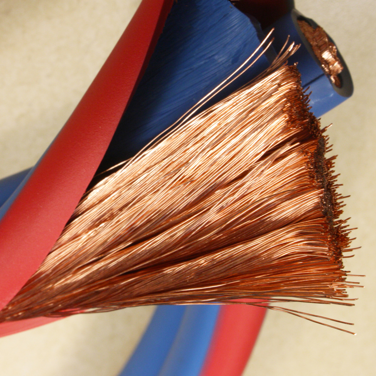 We make our Jumper Cables with Arctic Superflex Blue, a fine strand 100% copper double wire that stays flexible and easy to handle even in the worst weather