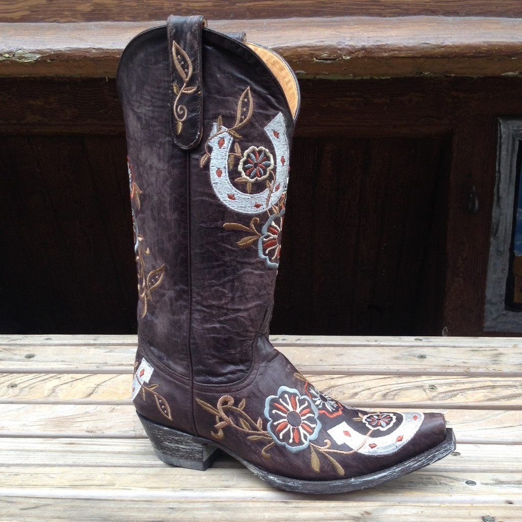 brown cowgirl boot with stitching