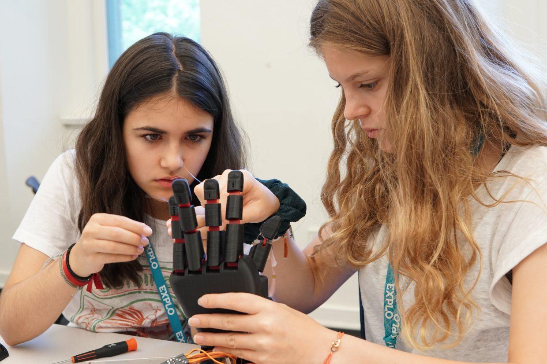 brainco-building-glove.jpg