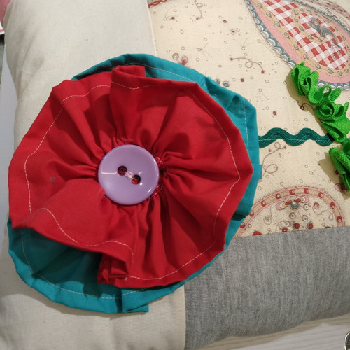 SEWING: BEGINNERS - MAKE AND DECORATE A CUSHION COVER (9 years old+)