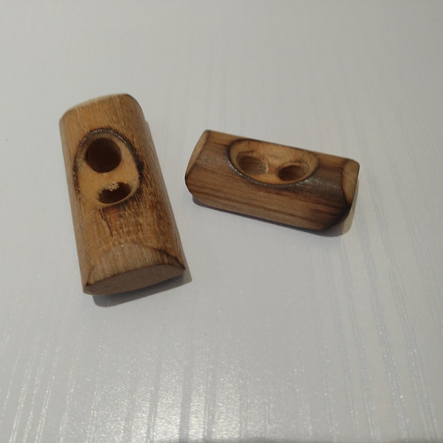 Abbey Buttons: Italian Buttons Wooden Toggle