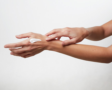 WHY YOU SHOULD USE A HAND CREAM