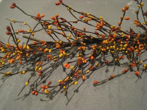 Primitive Pip Berry Garland in an Orange Mix