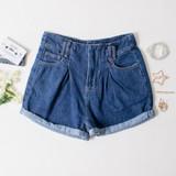 -Dark Denim Wash -Hidden Button -Pleats on Front -Yellow Stitching -Belt Loops -Pockets -Shorts  Materials: 80% Cotton | 20% Polyester  DBS0418 SHORT DKD
