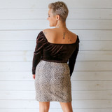 -Black Color -Square Neckline -Velvet Texture -Elastic Shoulder -Corset Detail in Front -Long Sleeve -Crop Top -Top  Materials: 95% Polyester   5% Spandex  T8761 TOP BRNV