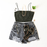 -Distressed Black Color -High Waisted -Belt Loops -Pockets -Raw Hem -Shorts  Materials: 100% Cotton   HF21G009 SHORT BLK