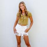 -White Color -High Waisted -Belt Loops -Pockets -Raw Hem -Shorts  Materials: 100% Cotton   HF21G009 SHORT WHT