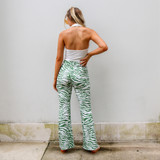 -White Denim -Zipper & Button Closure -Front & Back Pockets -Belt Loops -Distressed -Raw & Frayed Hem -Shorts  Materials: 100% Cotton  CP5768 SHORT WHT