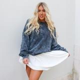 -Charcoal Acid Wash -Crew Neck -Super Soft Material -Fleece Lined -Long Sleeve -Oversized Fit -Sweatshirt  Materials: 60% Cotton | 40% Polyester  DZ21F919 SWTR BLU