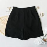 -Black Color -Lightweight Cloth Material -Elastic Waistband -Pockets -Bermuda Length -Zipper Closure -Two Piece Set - Bottoms -Pleated -Lined -Shorts  Materials: 100% Cotton  HF22A865 SHORT BLK