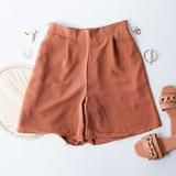 -Tan Color -Lightweight Cloth Material -Elastic Waistband -Pockets -Bermuda Length -Zipper Closure -Two Piece Set - Bottoms -Pleated -Lined -Shorts  Materials: 100% Cotton  HF22A865 SHORT TAN
