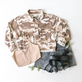 -Khaki -Camo Print -Buttons -Collar -Cropped -Raw Hem -Jacket -Come sin 2 Colors  Model is Wearing Size Small  Material: 100% Cotton  8256JN JKT TCAM