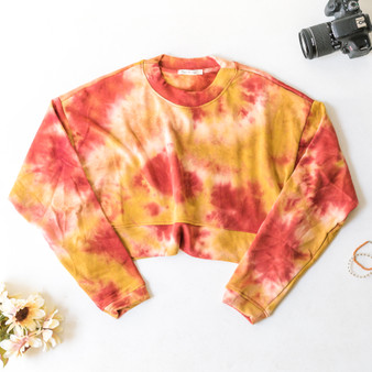 -Red and Yellow -Crew Neck -Long Sleeve -Crop -Sweater  Material: 60% Cotton 40% Polyester  FT36878LT24-TOP-RTD
