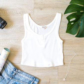 -White -Waffle -Buttons -Scoop Neck -Tank -Fabric Stretches -Comes in 3 Colors  Material: 60% Cotton 35% Rayon 5% Spandex   JK38480 CROP WHT