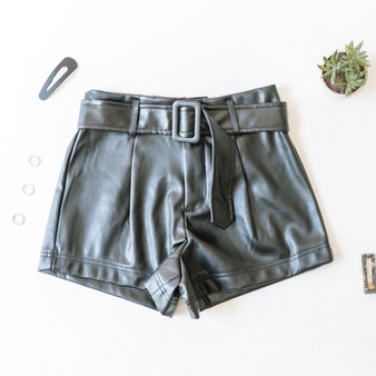 -Black -Faux Leather -High-Waisted -Zipper -Shorts  Model is Wearing Size Medium  Material: 97% Polyester 3% Spandex  BSP09016 SHORT LETH