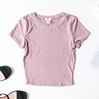 -Dusty Rose -Ribbed -Short Sleeve -Fitted -Tee -Comes in 2 Colors  Material: 93% Rayon 7% Spandex  T42225 TEE PNK