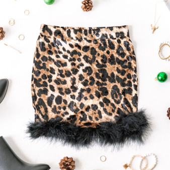 -Leopard Print -Elastic Waist -Feather Hem -Super Soft -Fabric Stretches -Mini -Skirt  Model is Wearing Size Small  Material: 95% Polyester 5% Spandex  P2357 SKIRT CHTA