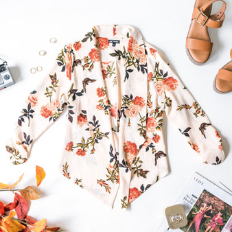 -Peach -Floral Print -Cinched Sleeves -Quarter Length Sleeves -Unlined -Blazer  Model is Wearing Size Small  Material: 100% Polyester  70182 BLAZR FLR