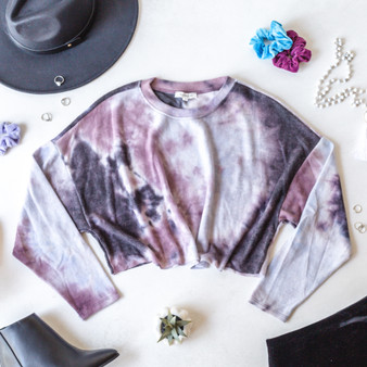 -Lavender -Tie-Dye -Crew Neck -Long Sleeve -Crop -Unlined -Fabric Stretches -Comes in 2 Colors  Model is Wearing Size Small  Material: 68% Polyester 28% Rayon 4% Spandex  T8504 LS PTD