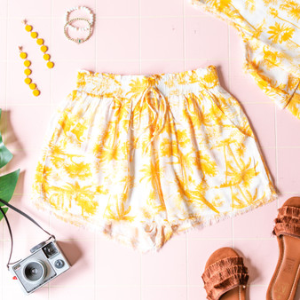-Yellow and White -Palm Tree Print -Drawstring -Raw Hem -Elastic Waist -Pockets -Lined -Shorts -Set  Model is Wearing Size Small  Material: 100% Rayon  SP4795 SHORT YEL