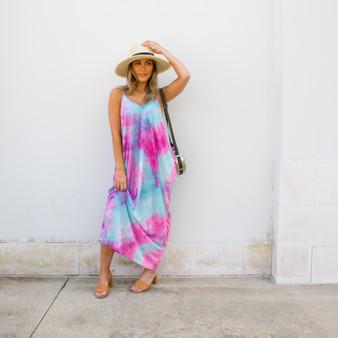 -Pink Multi Color -Tye Dye Print -V-Neck -Spaghetti Straps -Adjustable Straps -Pockets -Maxi -Dress -Comes in 3 Colors  Material: 100% Polyester  HF21E116 MAXI PNK
