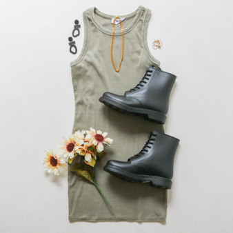 -Olive Color -Acid Wash Detail at Neckline -Racerback -Ribbed -Fabric Stretches  -Mini Dress  Materials: 95% Cotton | 5% Spandex  DZ21F055 DRESS OLV