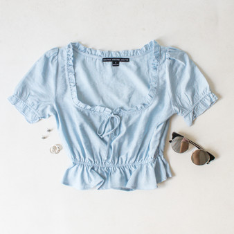 -Baby Blue Color -Ruffle Neckline -Ties in Front -Short Sleeve -Peplum Hem -Can Be Worn On/Off Shoulder -Top  Materials: 80% Rayon   20% Nylon  HF21E640 TOP BLU