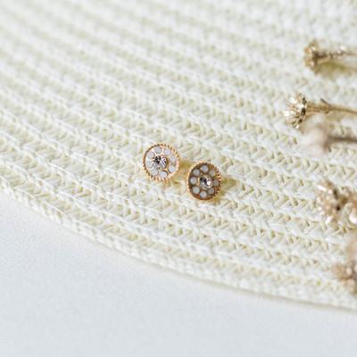 - Post Back  - Gold - Floral Detail - Faux Diamond Detail