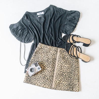- Cheetah Print Skirt  - Zipper Closure in the Front  - Has Pockets   - Fabric Has Little Stretch - Unlined   Model is Wearing a Size Medium  Material Content: 97% Polyester  3% Spandex    CS0151 SKIRT