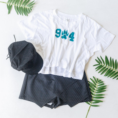 - Crew Neckline - Short Sleeves - Cropped  Material Content: 50% Polyester 38% Cotton 12% Rayon  CROP TEE 904