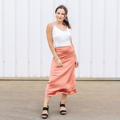 - Comes In Five Colors  - Satin material - Flowy at the Bottom   - Lined - Zipper Closure on the Side   - Fabric Does Not Stretch   Model is Wearing a Size Small  Material Content: 97% 3% Spandex  DZ20E334 SKIRT