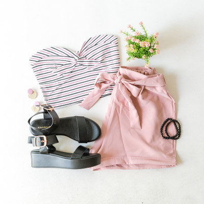-Ivory -Pink and Black Stripes -Knot -Ribbed -Strapless -Tube Top -Comes in 3 Colors  Model is Wearing Size Small  Material: 62% Polyester 32% Rayon 6% Spandex   RT70084 TUBE PNKS