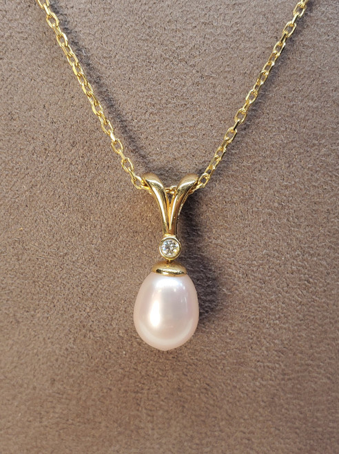 Kabana 8-9mm Freshwater Pearl Pendant with Diamonds in Yellow Gold