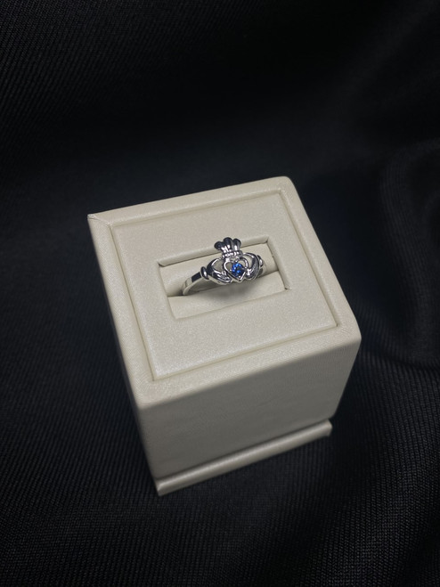10kt White Gold Claddagh Ring with Sapphire
