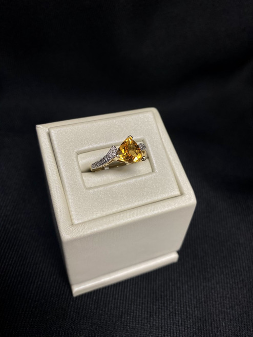 10kt Yellow Gold Trilliant Cut Citrine Ring with Diamonds