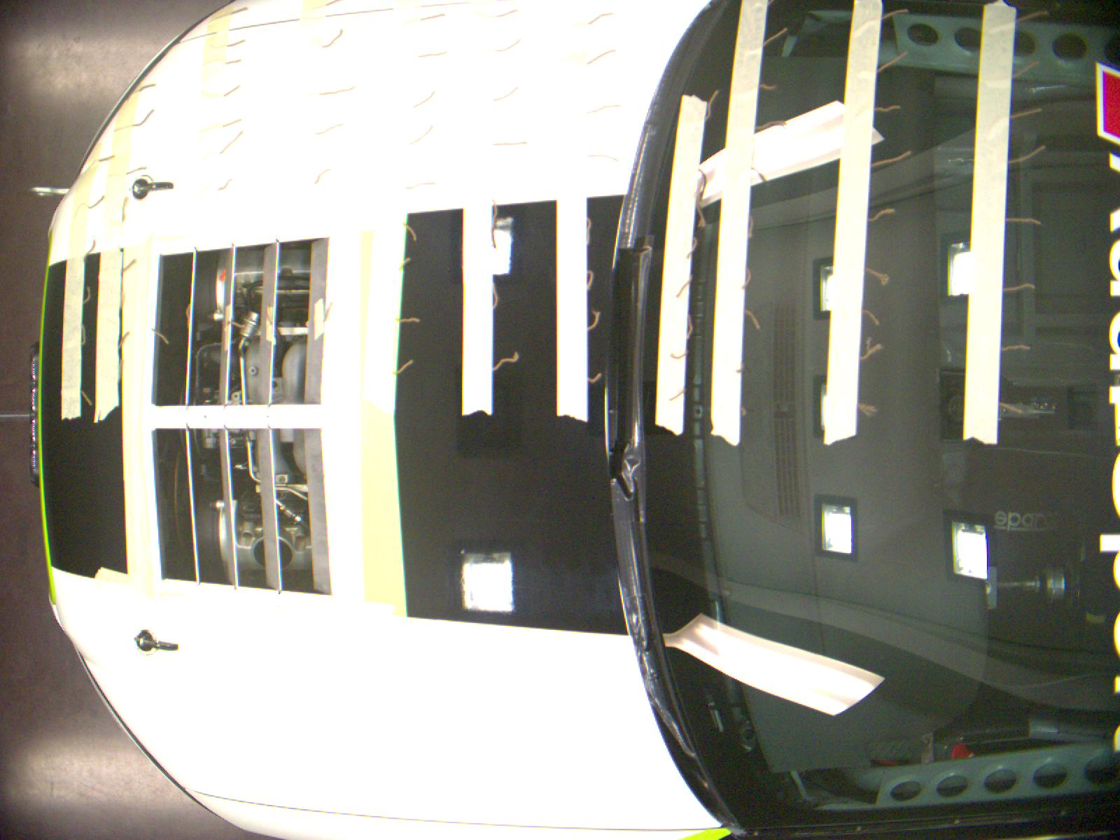 race-louvers-wind-tunnel-top-view-tuft.jpg