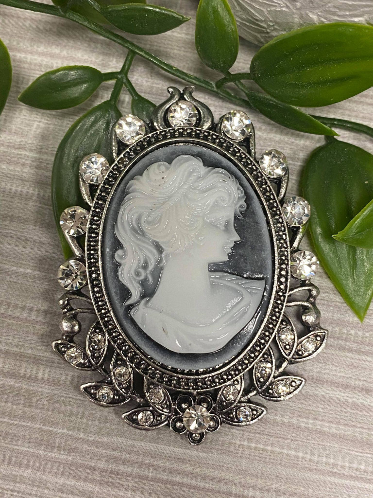Silver plated Vintage Cameo Style Brooch with Genuine Crystals