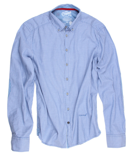 The Cliff shirt from CAMPUS is unconventional and comfortable, casual and fun-loving, naturally and self-confident. The dainty woven stripe in light-blue and white is detailed with a button-down collar and a denim contrast inside the collar and cuffs. Finishing touches of a red ribbon inside the collar. All seams are done to perfection with stitching in light blue.