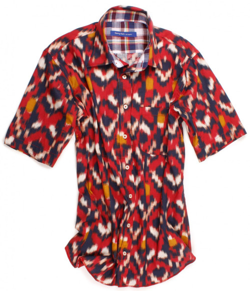 This shirt positively screams summer is here - so don't miss out on our Como short sleeve shirt by Designer Georg Roth. The red fantasy print is contrasted with a multicolor plaid inside the collar and inside saddle. Details include one breast pocket on left side. All seams are done to perfection with stitching in red. 100% Cotton