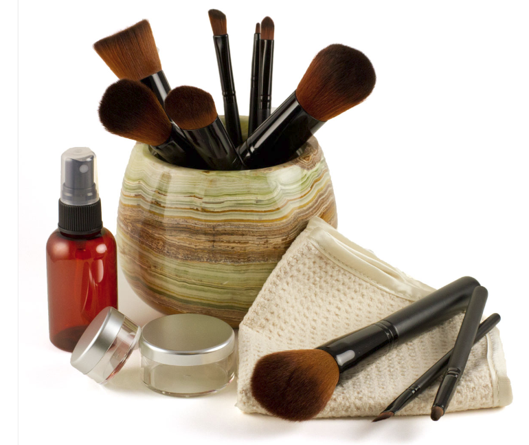 makeup-brushes-face-towels-mixing-jars-accessories.png