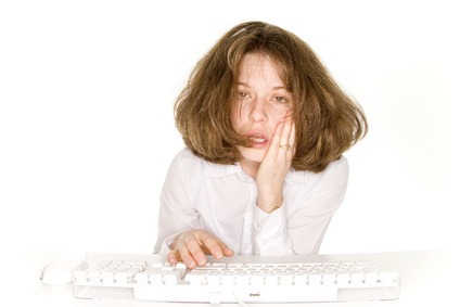 frustrated-woman-on-computer-searching-mineral-makeup-foundation.jpg