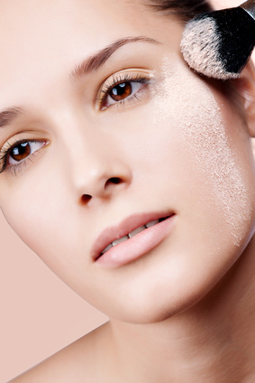 woman-applying-loose-mineral-powders-sensitive-skin.jpg