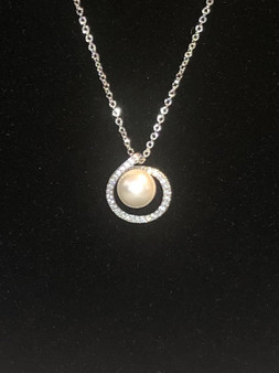 Rhinestone Circled Pearl Necklace