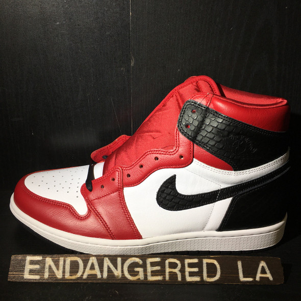 Air Jordan 1 Satin Snake Chicago Sz 7.5(W)