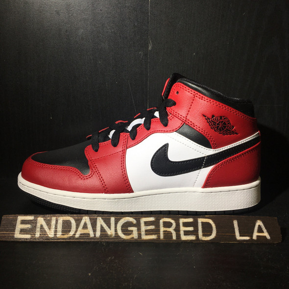 Air Jordan 1 Mid Chicago Black Toe Sz 5