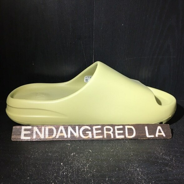Yeezy Slide Resin Sz 5 (#18101)