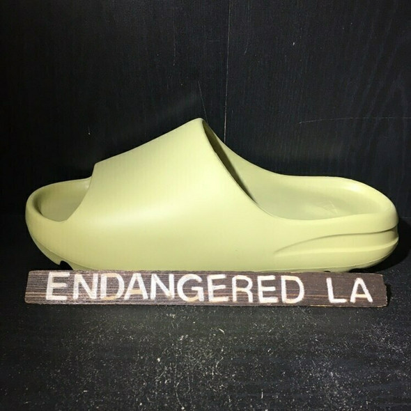 Yeezy Slide Resin Sz 8 (#18208)