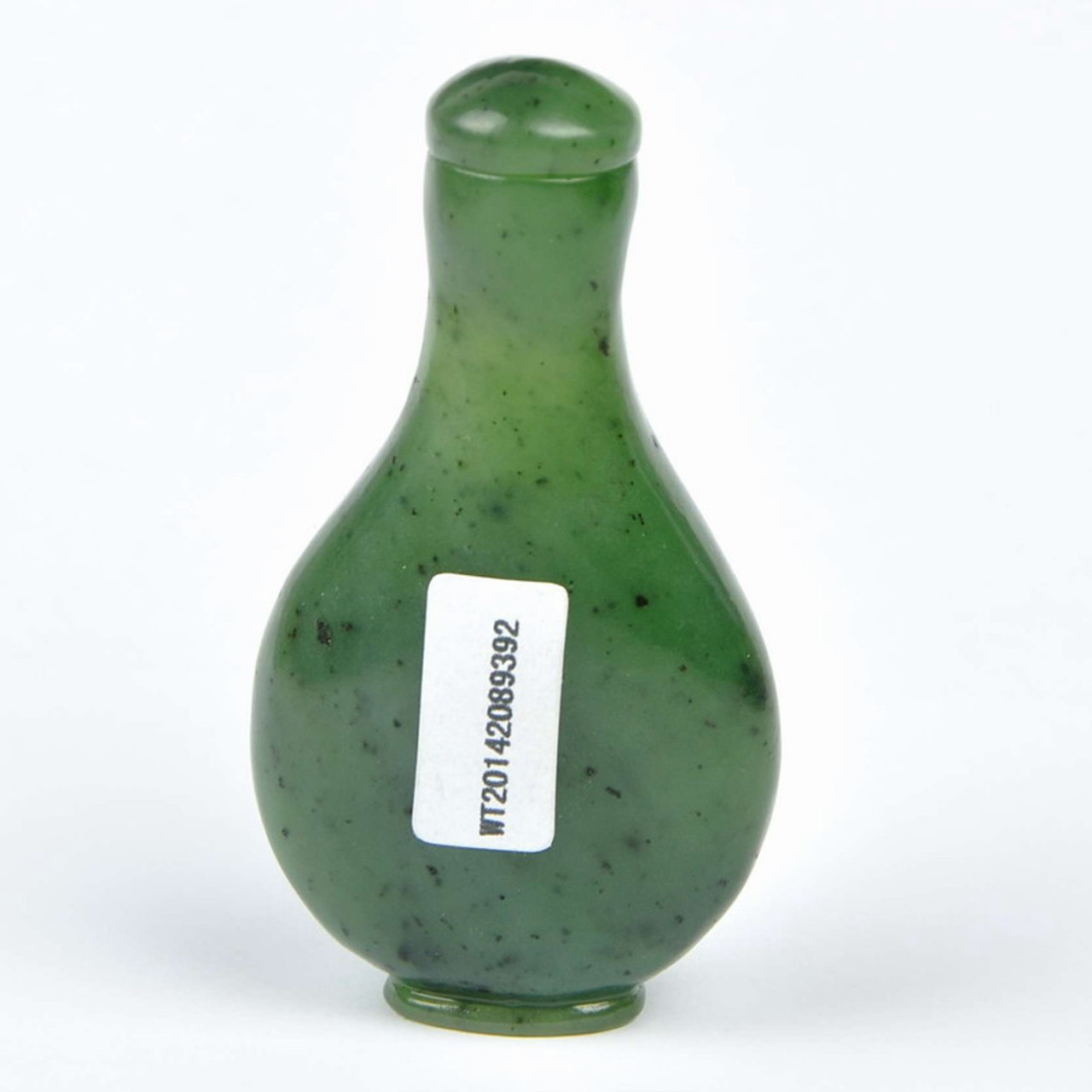 Hand Carved Natural Green Nephrite Jade Snuff Bottle  w/ certificate