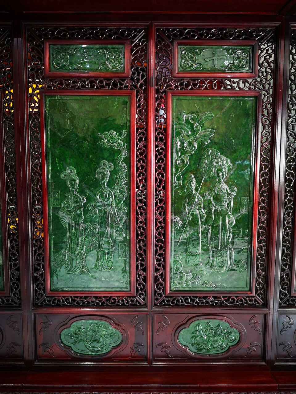 5.3m*2.6m Spinach Green Jade Wood Chinese Screen 金陵十二钗碧玉屏风 Twelve Beauties of Jinling in Dream of the Red Chamber