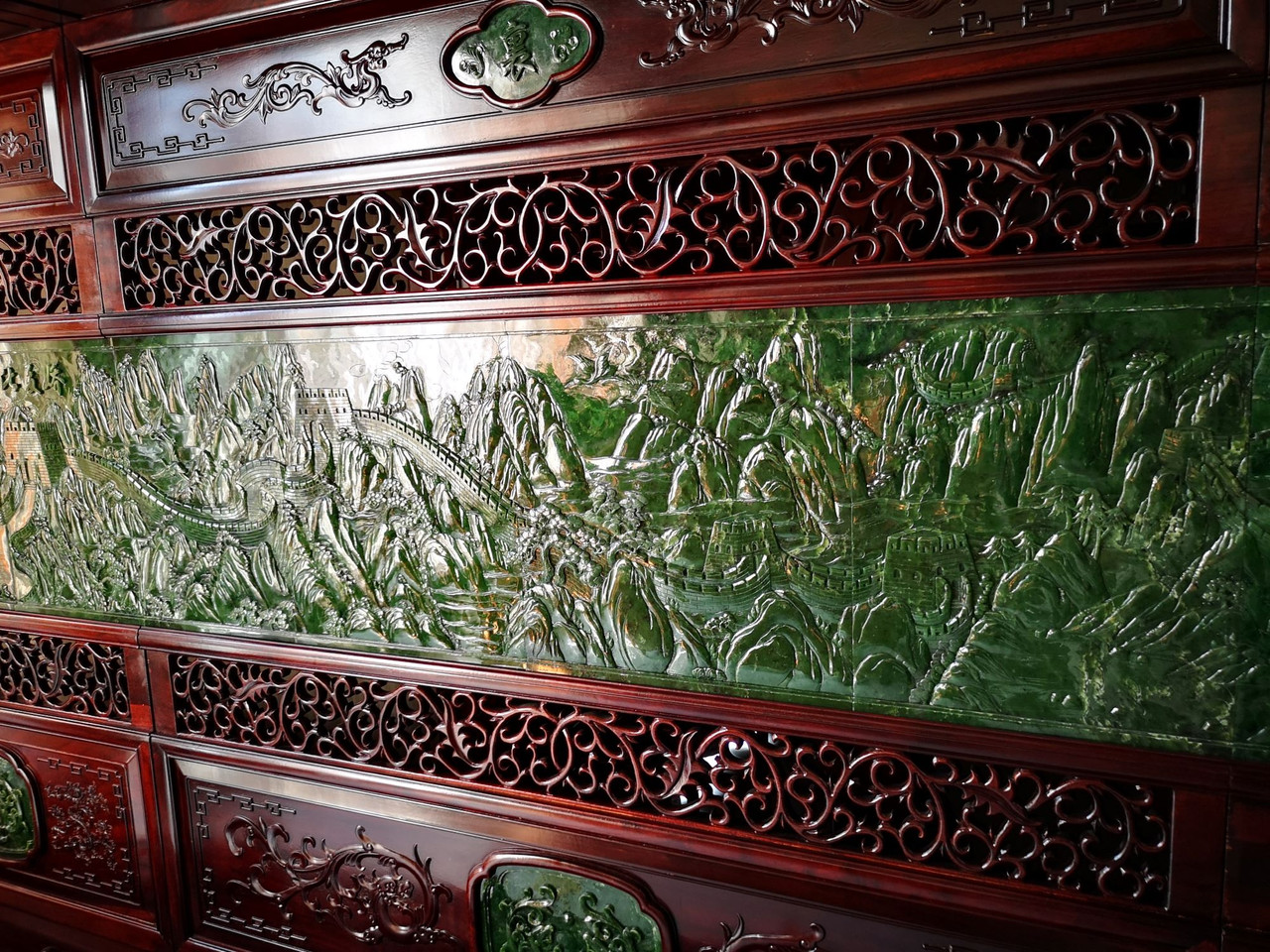 5.76m*2.50m Spinach Jade Rosewood Chinese Screen The Great Wall 万里长城碧玉屏风